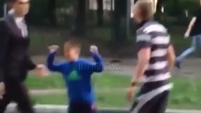 Hero kid: Son defends dad in Moscow road rage bout (VIDEO)