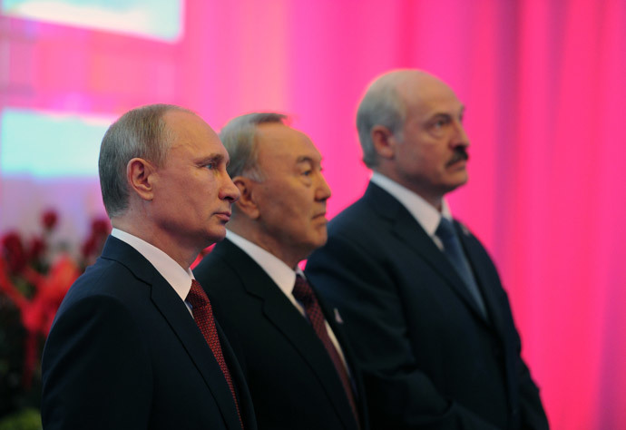 (L-R) Russian President Vladimir Putin, President Nursultan Nazarbayev of Kazakhstan and President Alexander Lukashenko of Belarus during a joint photo opportunity before a regular meeting of the Supreme Eurasian Economic Council in Astana. (RIA Novosti / Michael Klimentyev)