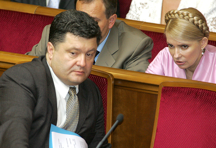 Petro Poroshenko (L) with Yulia Tymoshenko (R), Kiev, 06 July, 2006. (AFP Photo / Genia Savilov)