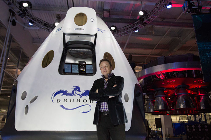 SpaceX CEO Elon Musk poses by the Dragon V2 spacecraft after it was unveiled in Hawthorne, California May 29, 2014. (Reuters / Mario Anzuoni)