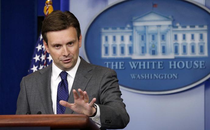 Josh Earnest (Reuters/Kevin Lamarque)