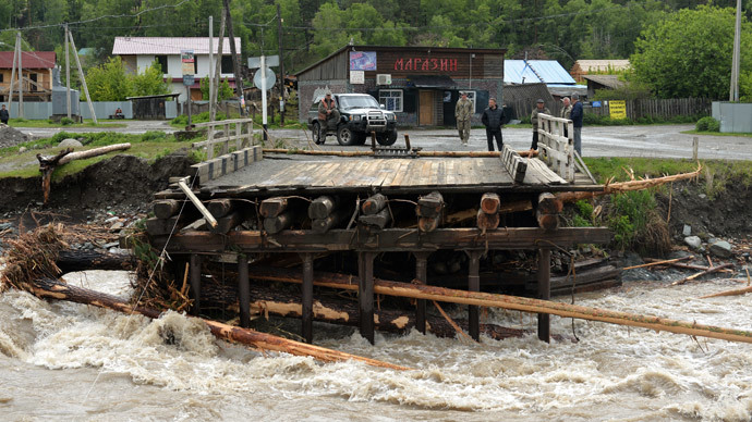 'Ballistic missile' floats into flooded Russian village (VIDEO)