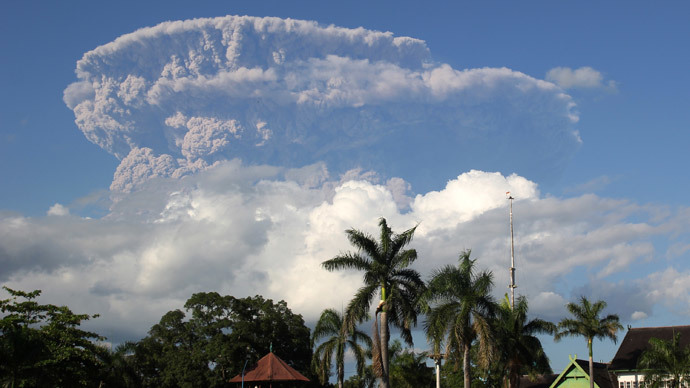 Indonesia volcanic ash plume grounds Australian flights