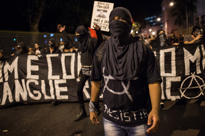 Members of the anarchist group Black Bloc protest against the FIFA World Cup in Rio de Janeiro, Brazil, on May 30, 2014.( AFP Photo / Yasuyoshi Chiba )