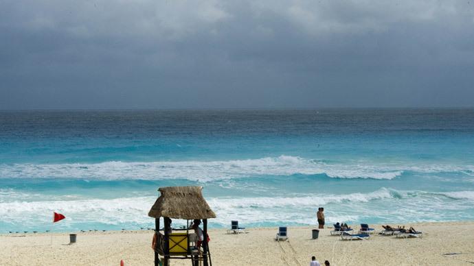 6.2-magnitude earthquake hits near Mexico resort area