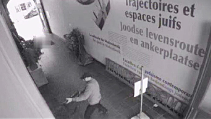 This videograb released on May 25, 2014, by the Belgian federal police on demand of Brussels' king prosecutor, shows the suspect of the killings in the Jewish Museum on May 24,2014 in Brussels.(AFP Photo / Federal police)