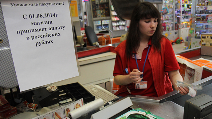 A checker in a store in Simferopol accepts Russian rubles as payment (RIA Novosti / Andrey Iglov)