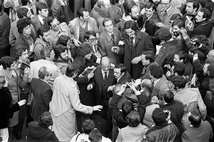 Journalists and onlookers welcome Parliament deputies, just released after 17 hours as hostages of rebel insurgents, outside the Parliament building in Madrid, on February 24, 1981(AFP Photo)