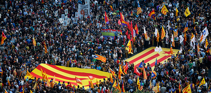 Anti-royalist protesters show Catalan separatist flags during a demonstration at Catalunya square in Barcelona June 2, 2014. (Reuters / Albert Gea)