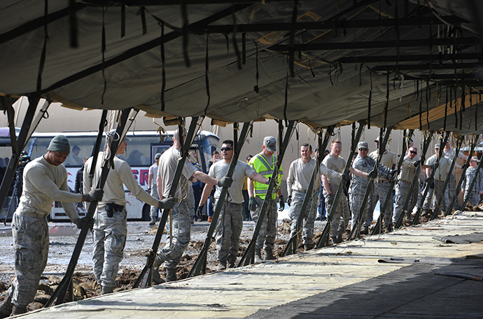 US servicemen dismantle the tent camp at the US transit center in Manas, 30 kilometers outside Kyrgyzstan's capital Bishkek on March 6, 2014 (AFP Photo / Vyacheslav Oseledko)
