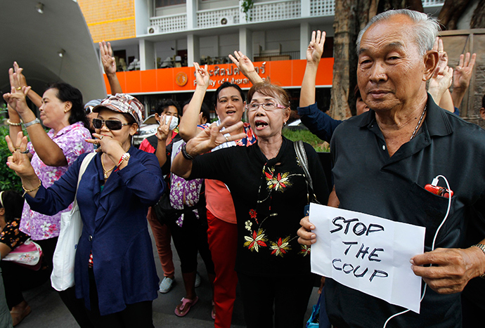 Protesters take part in a brief protest against military rule at Thammasat University in Bangkok June 1, 2014 (Reuters / Chaiwat Subprasom)