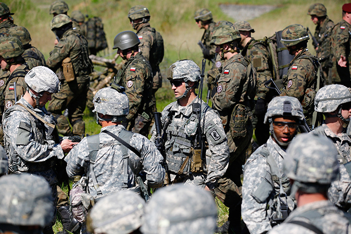 Paratroopers from the U.S. Army's 173rd Infantry Brigade Combat Team participate in training exercises with the Polish 6 Airborne Brigade soldiers at the Land Forces Training Centre in Oleszno near Drawsko Pomorskie, north west Poland, May 1, 2014 (Reuters / Kacper Pempel)
