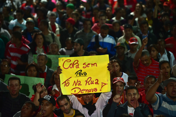 "Members of social movements take part in the so-called ""World Cup without the people, I'm in the street again"" protest against the upcoming FIFA World Cup Brazil 2014 in Sao Paulo, Brazil on June 4, 2014. (AFP Photo / Nelson Almeida)"