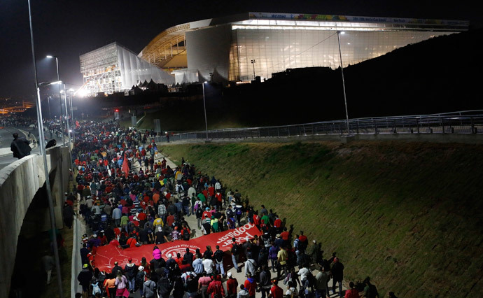 Members of Brazil's Homeless Workers' Movement (MTST) block a road during a protest in front of Sao Paulo's World Cup stadium June 4, 2014. (Reuters / Nacho Doce)