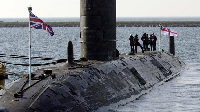 ​Huge nuclear sub rescues crew of tiny boat off Russia's NW coast (PHOTOS)