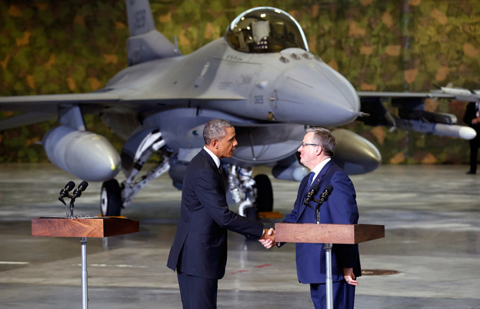 With an F-16 fighter in the background, U.S. President Barack Obama and Poland's President Bronislaw Komorowski (R) shake hands upon Obama's arrival in Warsaw June 3, 2014. (Reuters / Kevin Lamarque)