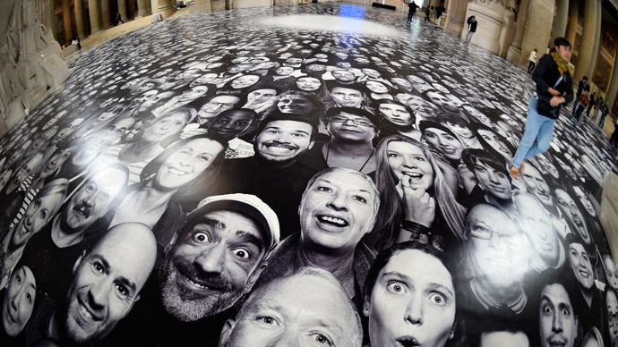'Ultimate selfie': Parisian landmark paved with thousands of portraits