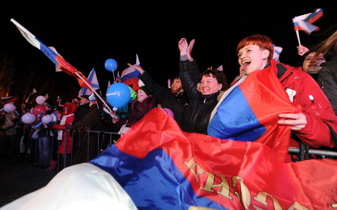 Crimeans celebrate in Sevastopol on March 16, 2014 after partial votes showed that about 95.5 percent of voters in Ukraine's Crimea region supported union with Russia. (AFP Photo / Viktor Drachev)