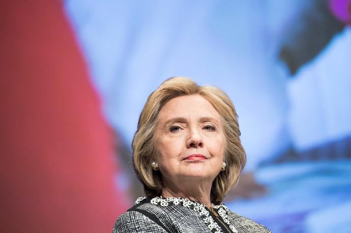 Hillary Clinton waits (AFP Photo / Brendan Smialowski)