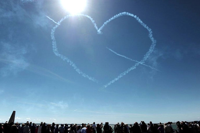 Heart shaped vapour trails are left in the sky after Britain's Red Arrows airplane display team performed during D-Day commemorations in Portsmouth in southern England on June 5, 2014. (AFP Photo / Carl Court)