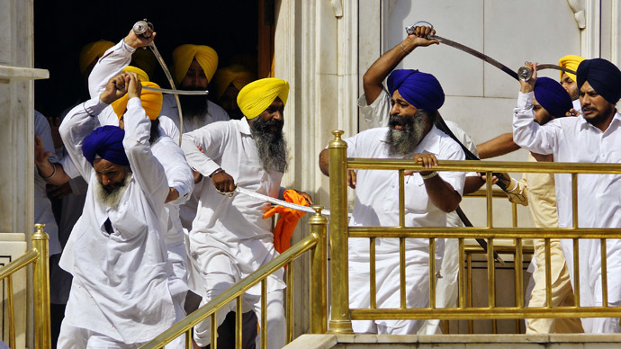 Swordfight wounds 6 at Indian Golden Temple on 1984 massacre anniversary (VIDEO)