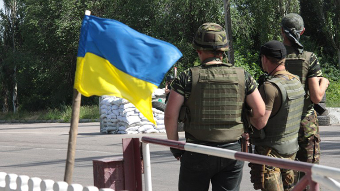 Ukrainian troops man a check-point near the eastern Ukrainian city of Slavyansk, Donetsk region on June 4, 2014. (AFP Photo / Sergey Bobok)