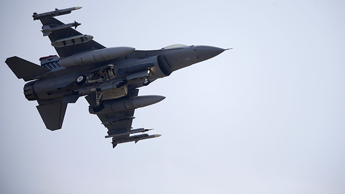 Back to Iraq: F-18 Super Hornets patrol desert to track ISIS forces