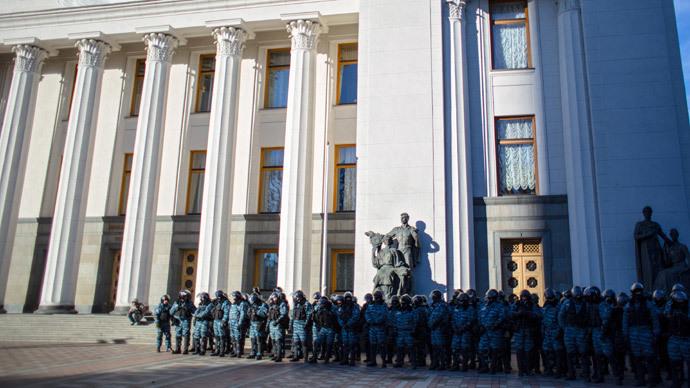 Car explodes in Ukraine's capital nr parliament as Poroshenko swears in