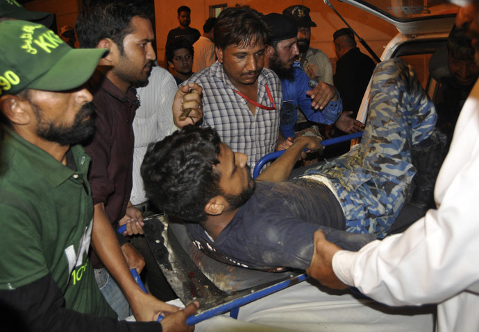 Rescue workers move a soldier, who was wounded in an attack at Jinnah International Airport, outside Jinnah hospital in Karachi June 9, 2014. (Reuters)