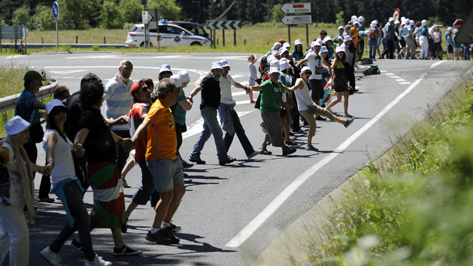 Over 100,000 form human chain demanding Basque independence vote (PHOTOS, VIDEO)