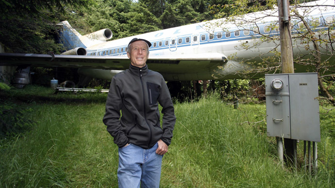 Oregon man lives inside retired Boeing 727 jet (PHOTOS, VIDEO)