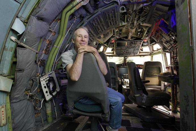 Bruce Campbell sits in the cockpit of his Boeing 727 home in the woods outside the suburbs of Portland, Oregon May 21, 2014. (Reuters/Steve Dipaola)