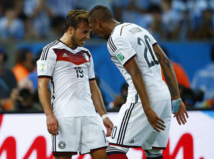 Germany's Mario Goetze (L) celebrates with teammate Jerome Boateng after scoring against Argentina during extra time in their 2014 World Cup final at the Maracana stadium in Rio de Janeiro July 13, 2014. (Reuters / Sergio Moraes)