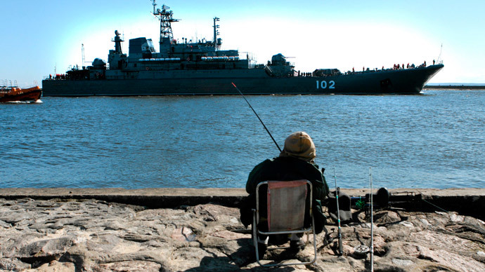 Russian army amphibious ship RFS Kaliningrad approaches the dock (Reuters / Agencja Gazeta)