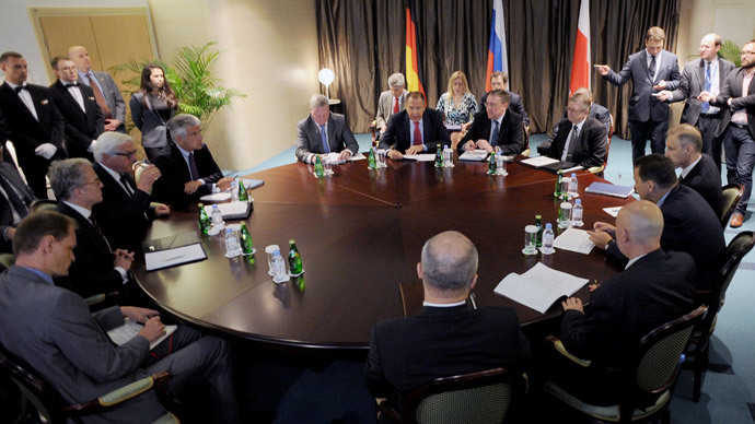 ussian Foreign Minister Sergei Lavrov (C), his German counterpart Frank-Walter Steinmeier (L) and their Polish counterpart Radoslaw Sikorski hold talks in St. Petersburg, on June 10, 2014.(AFP Photo / Olga Maltseva)