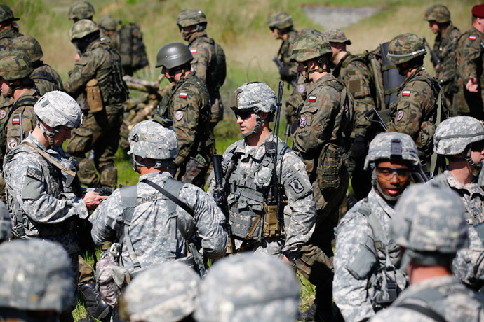 Paratroopers from the U.S. Army's 173rd Infantry Brigade Combat Team participate in training exercises with the Polish 6 Airborne Brigade soldiers at the Land Forces Training Centre in Oleszno near Drawsko Pomorskie, north west Poland, May 1, 2014.(Reuters / Kacper Pempel )
