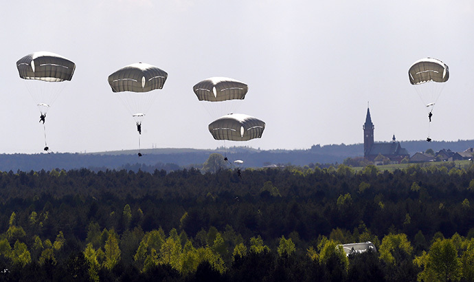 "Troops from the U.S. Army's 173rd Infantry Brigade Combat Team parachute during a NATO-led exercise ""Orzel Alert"" held together with Canada's 3rd Battalion and Princess Patricia's Light Infantry, and Poland's 6th Airborne Brigade in Bledowska Desert in Chechlo, near Olkusz, south Poland (Reuters / Kacper Pempel)"