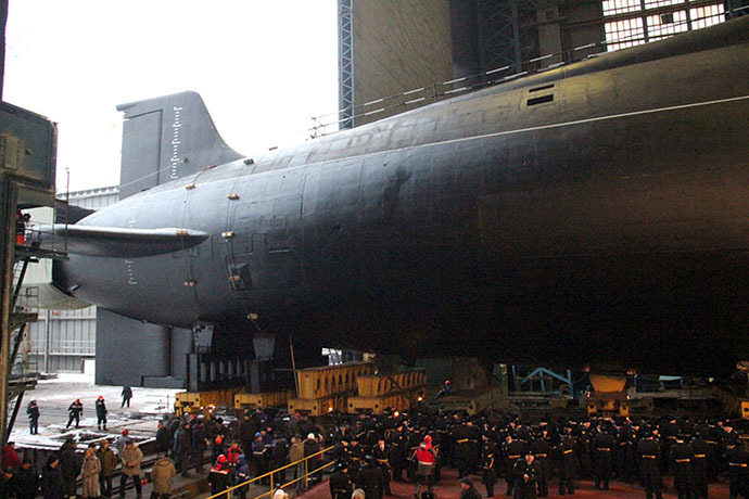 """The nuclear submarine (APL) """"Vladimir Monomakh"""" in the 55th Northern Machine Building Enterprise (FSUE) workshop """"Sevmash"""" before being launched into the water in Severodvinsk on December 30, 2012 (RIA Novosti / A. Petrov)"""