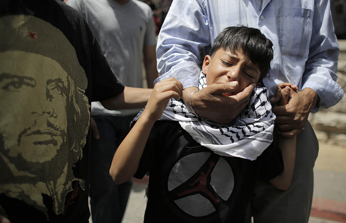 The brother of Palestinian man Nadim Nuwara, who was shot dead by Israeli forces on Thursday, mourns during his funeral in the West Bank city of Ramallah May 16, 2014. (Reuters / Ammar Awad)