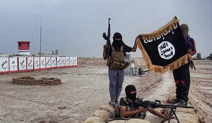 Militants of the Islamic State of Iraq and the Levant (ISIL) posing with the trademark Jihadists flag after they allegedly seized an Iraqi army checkpoint in the northern Iraqi province of Salahuddin on June 11, 2014. (AFP Photo / HO / Welayat Salahuddin)
