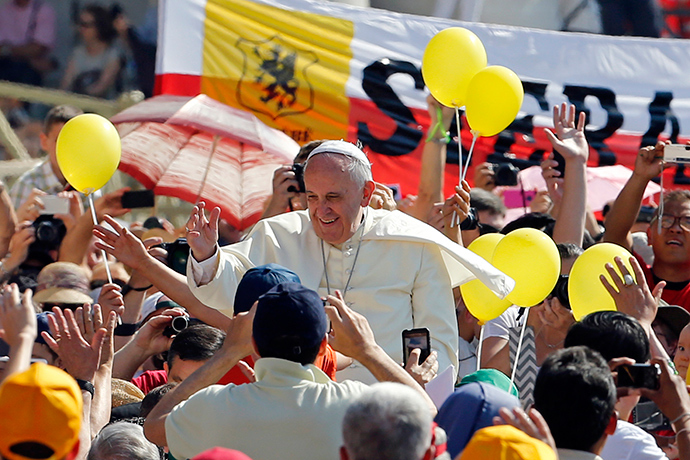 Pope Francis waves as he arrives to lead his weekly general audience at St. Peter's Square at the Vatican June 11, 2014 (Reuters / Giampiero Sposito)