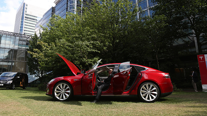 US biggest electric car maker Tesla gives away its patents – but why?