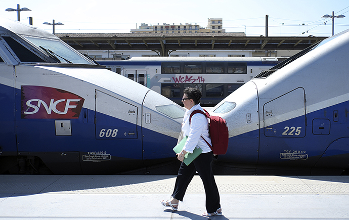 A traveler walks on a platform at the Saint-Charles station on June 13, 2014 in Marseille, on the third day of a national strike by French SNCF railway company employees. (AFP Photo / Boris Horvat)