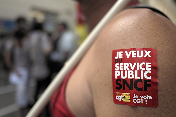A worker of the French rail firm SNCF and CGT union member takes part in a demonstration at the Saint-Charles station to protest the railroad reform planned by the French government, on June 13, 2014 in Marseille. (AFP Photo / Boris Horvat)