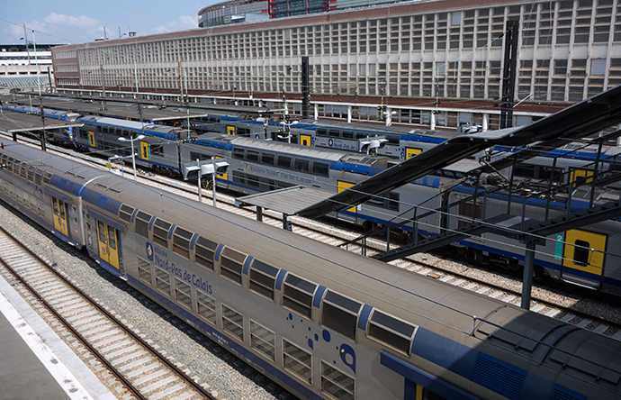 Regional trains stay at the platforms of Lille's train station, northern France, on June 13, 2014, on the third day of a national strike by French SNCF railway company employees. (AFP Photo / Philippe Huguen)