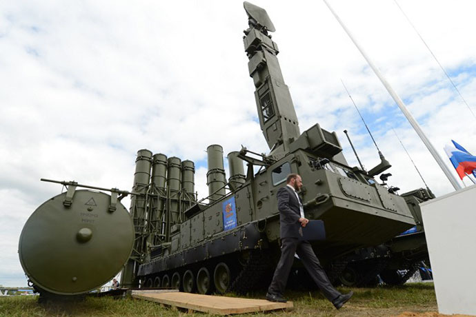 "A 9A83ME launcher unit of the S-300VM ""Antey-2500"" Russian-made anti-ballistic missile system (AFP Photo / Kirill Kudryavtsev)"