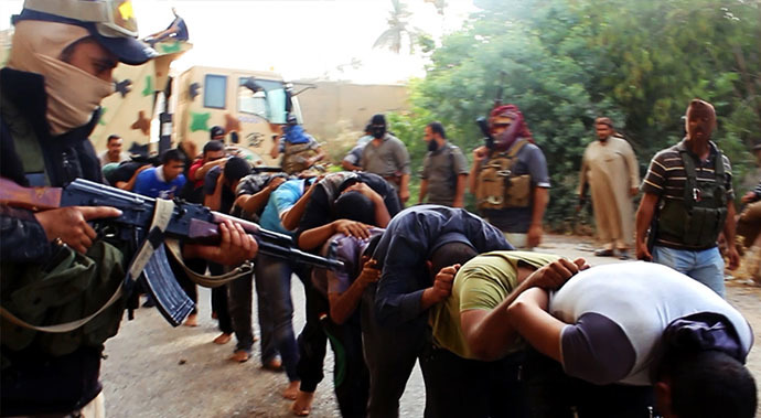 An image uploaded on June 14, 2014 on the jihadist website Welayat Salahuddin allegedly shows militants of the Islamic State of Iraq and the Levant (ISIL) capturing dozens of Iraqi security forces members prior to transporting them to an unknown location in the Salaheddin province ahead of executing them. (AFP Photo)