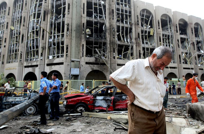 An Iraqi weeps as he walks away from the ministries of justice and labour following a suicide bombing on October 25, 2009. (AFP Photo / Ahmad Al-Rubaye)