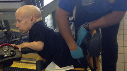 Man sues TSA for spilling his mother's ashes in suitcase
