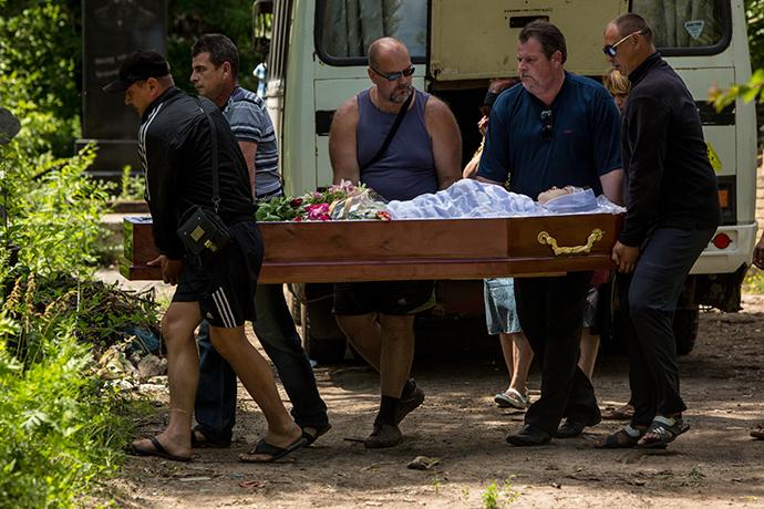 The funeral for Slavyansk hospital nurse who died during the shelling of the hospital 16 June, 2014 (RIA Novosti / Andrey Stenin)